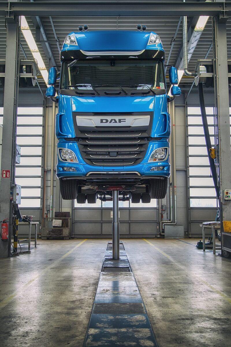 Ein mächtiger DAF CF-Truck in den heiligen Hallen der DAF Trucks Frankfurt GmbH